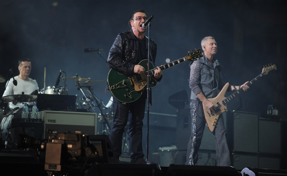 22.08.09 - U2 play the Millennium Stadium -Bono plays the Millennium Stadium during the U2 360° tour.© Huw Evans Picture Agency
