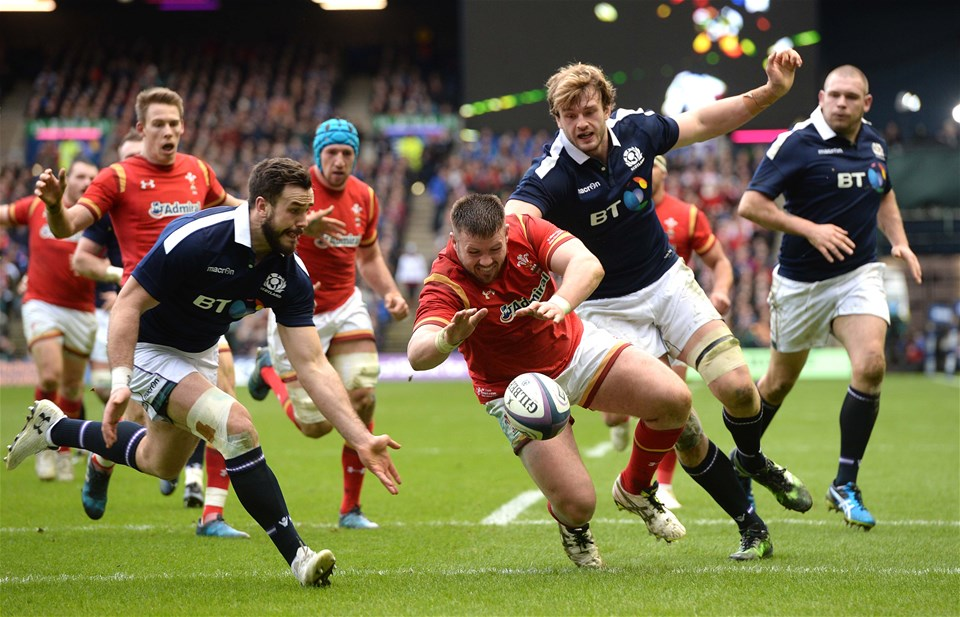 25.02.17 - Scotland v Wales - RBS 6 Nations 2017 -Rob Evans of Wales rumps on lose ball.